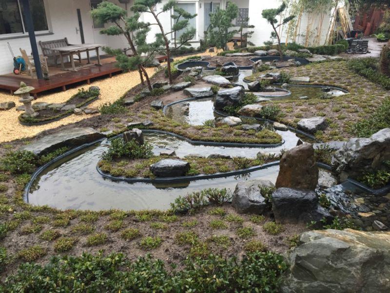 Watervallen en beeklopen polyester werken vijver koi for Gartenteich edelstahl